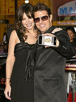 Tom Cruise with iPhone